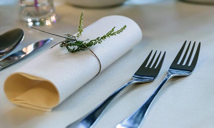 レストランで恥をかかないために!「ナプキン」の正しい使い方とマナー